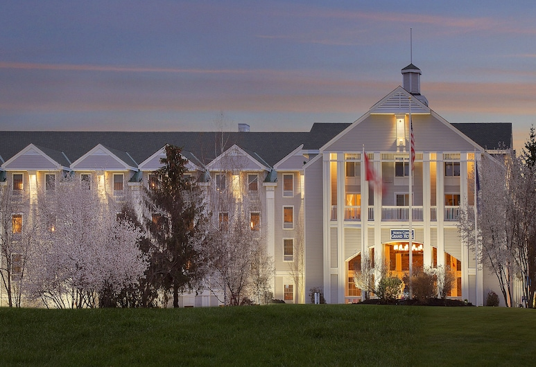 North Conway Grand Hotel, North Conway, Hotel Front – Evening/Night
