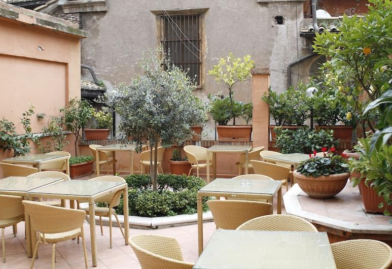 Viminale Hotel, Rom, Speisen im Freien
