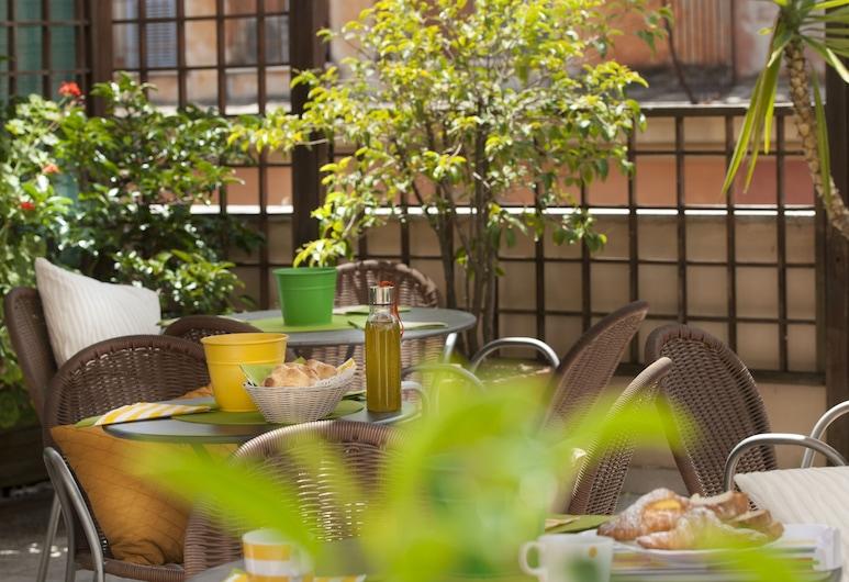 Hotel des Artistes, Rome, Terrace/Patio
