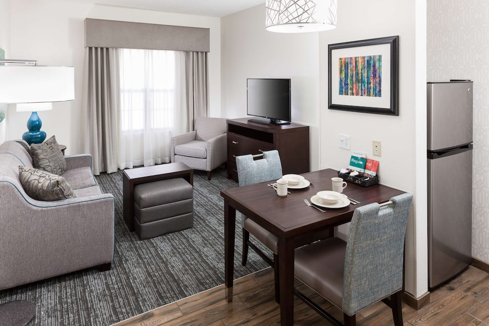 Suite, 1 King Bed, Accessible, Non Smoking (Roll-in Shower) - Living Area