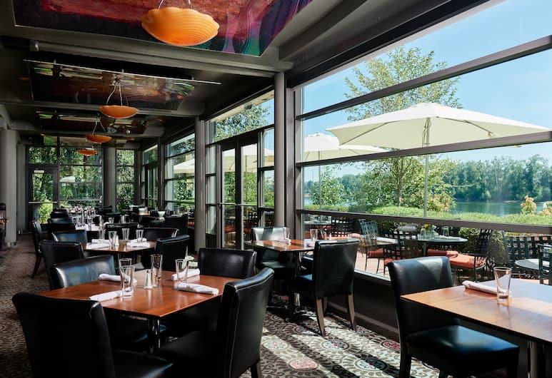 River's Edge Hotel, Portlandas, Restoranas