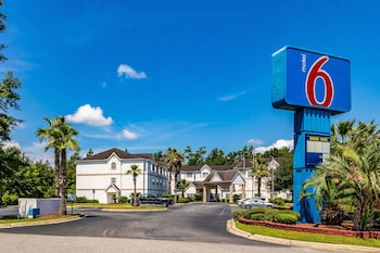 Picture of Motel 6 Savannah - South in Savannah