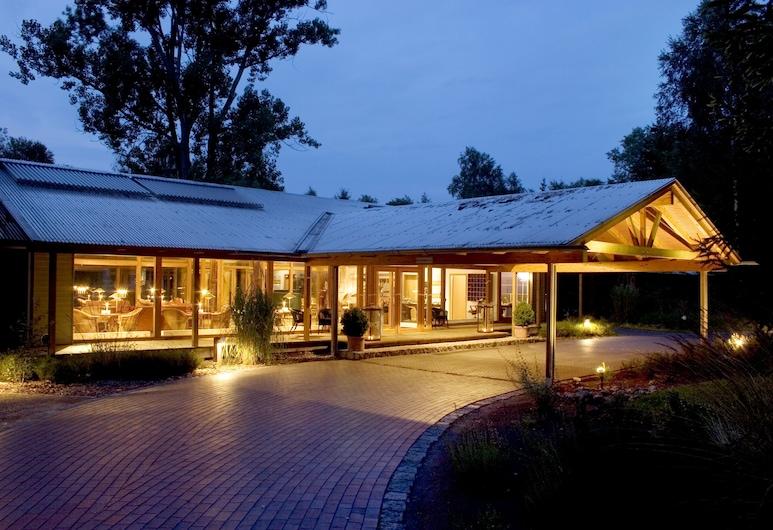 Hotelcamp Reinsehlen, Schneverdingen, Mặt tiền khách sạn - Ban đêm