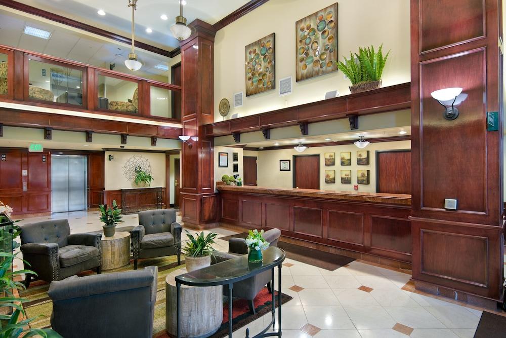 Oxford Suites Spokane Valley Lobby
