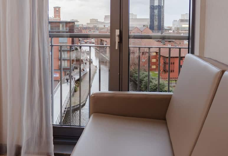 AC Hotel by Marriott Birmingham, Birmingham, Superior Room, 1 Queen Bed, Canal View, Guest Room View