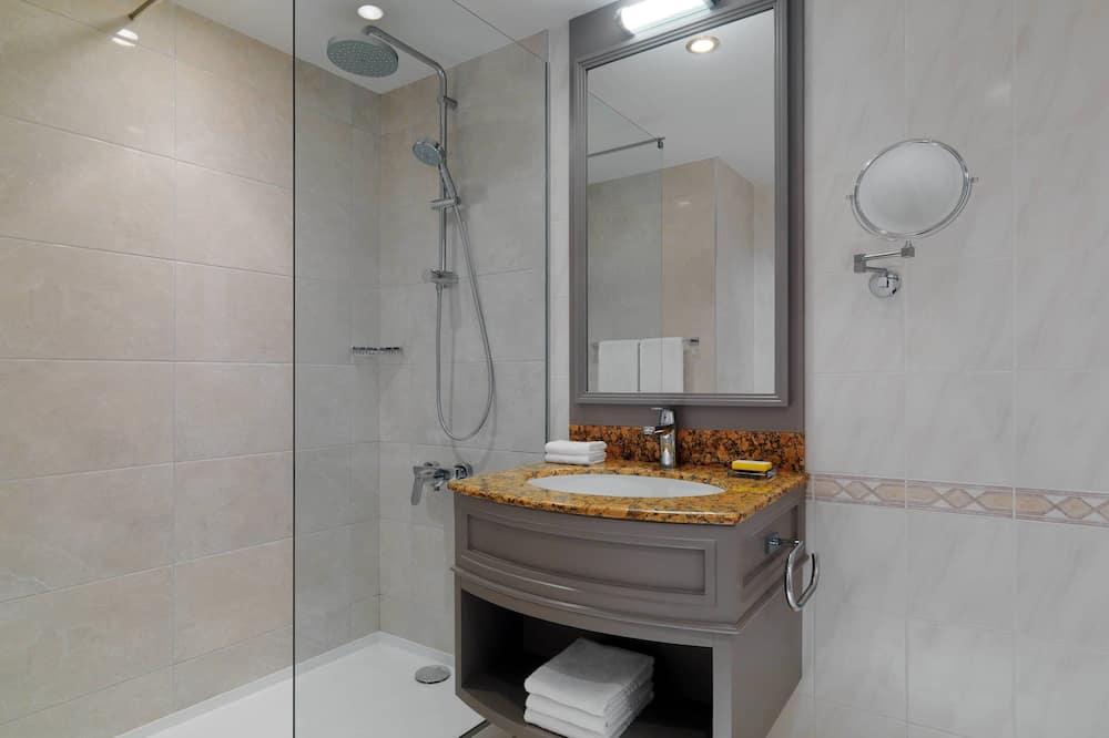 Žemesnės liukso klasės numeris, 1 labai didelė dvigulė lova (Executive Lounge Access) - Vonios kambarys