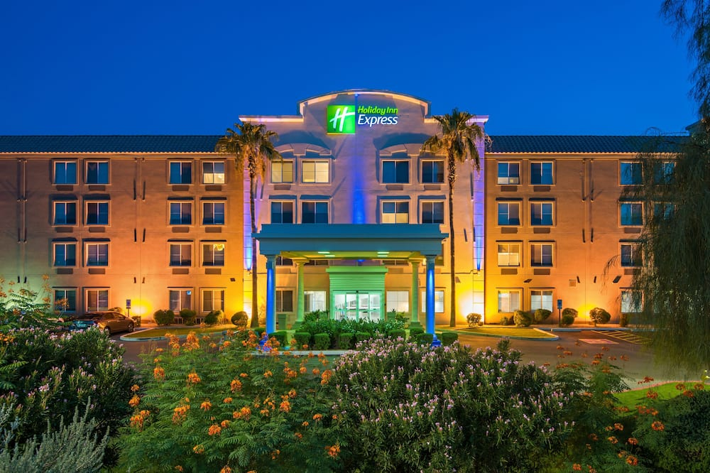 Holiday Inn Express Hotel & Suites PEORIA NORTH - GLENDALE, an IHG Hotel