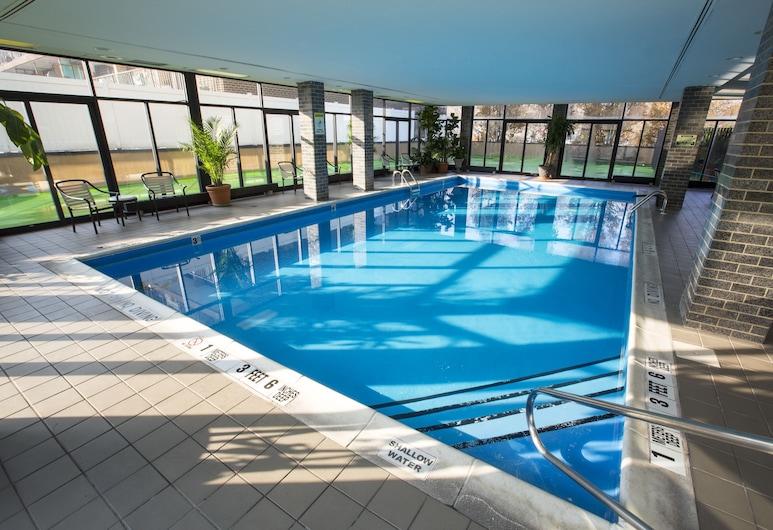 Holiday Inn LaGuardia Airport, an IHG Hotel, Corona, Sundlaug