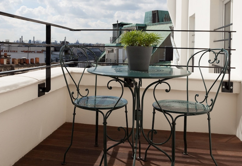 Hôtel Les 3 Poussins, Paris, Room - Parisian Rooftop View, Terrace/Patio