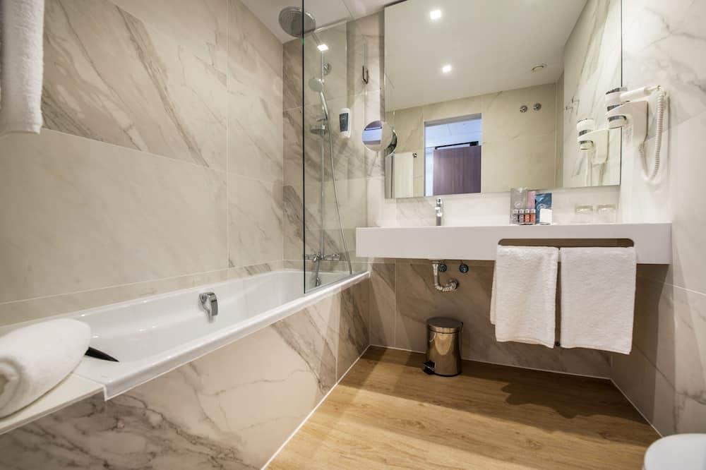 Twin Room, River View (Single Use) - Bilik mandi