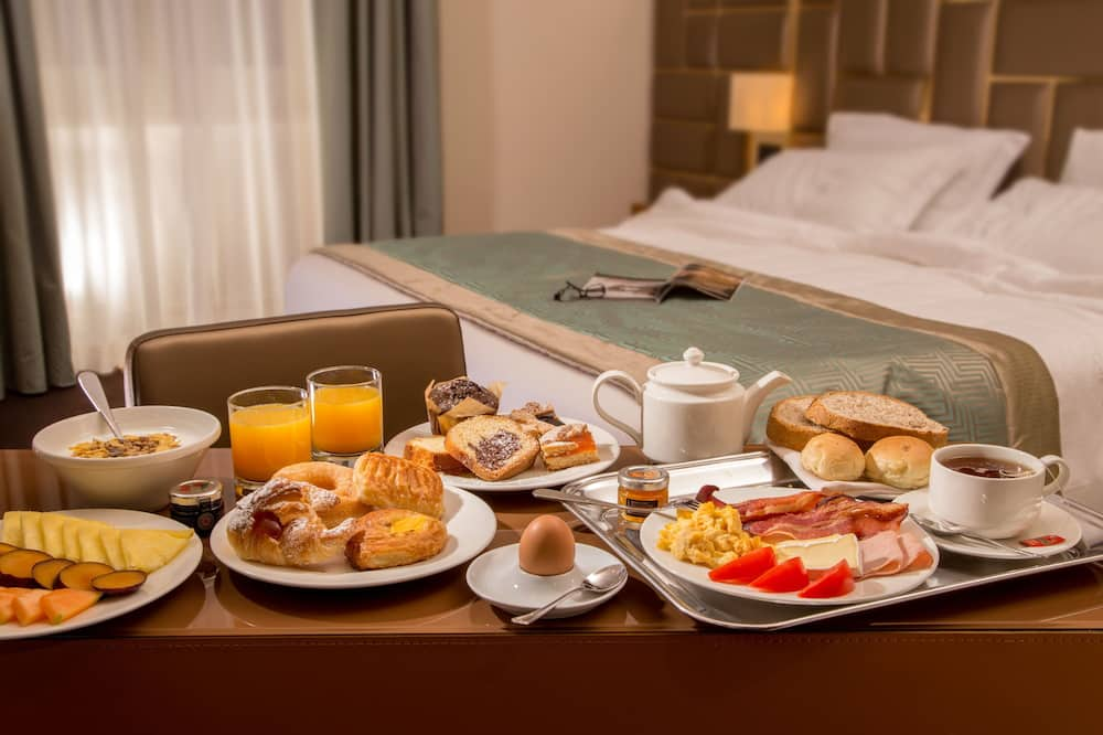 Pokój dwuosobowy z 1 lub 2 łóżkami typu Superior - Wyżywienie w pokoju