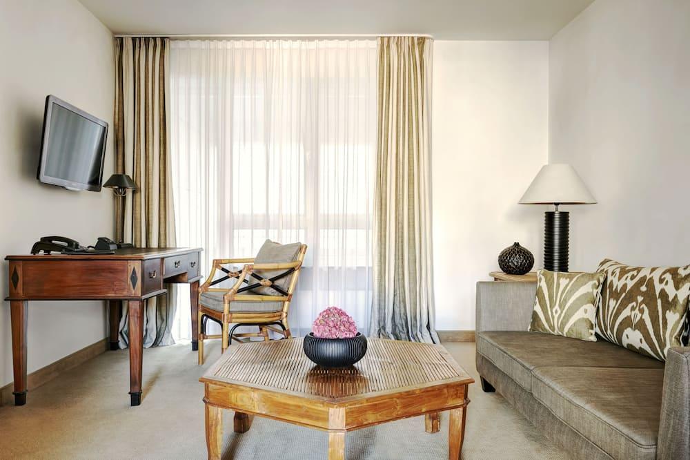 Phòng Suite Business - Khu phòng khách