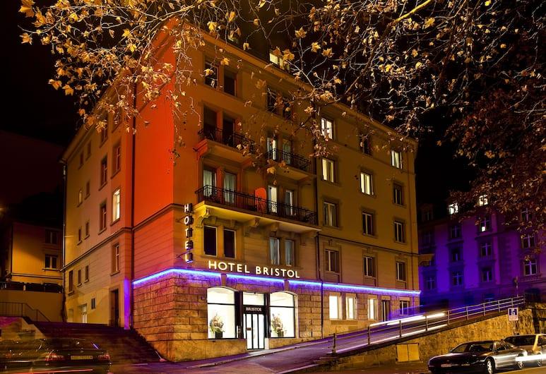 Bristol Hotel, Zürich, Pročelje hotela – navečer/po noći