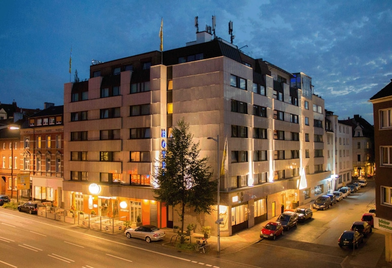 Ringhotel Drees, Dortmund, Hotel Front – Evening/Night