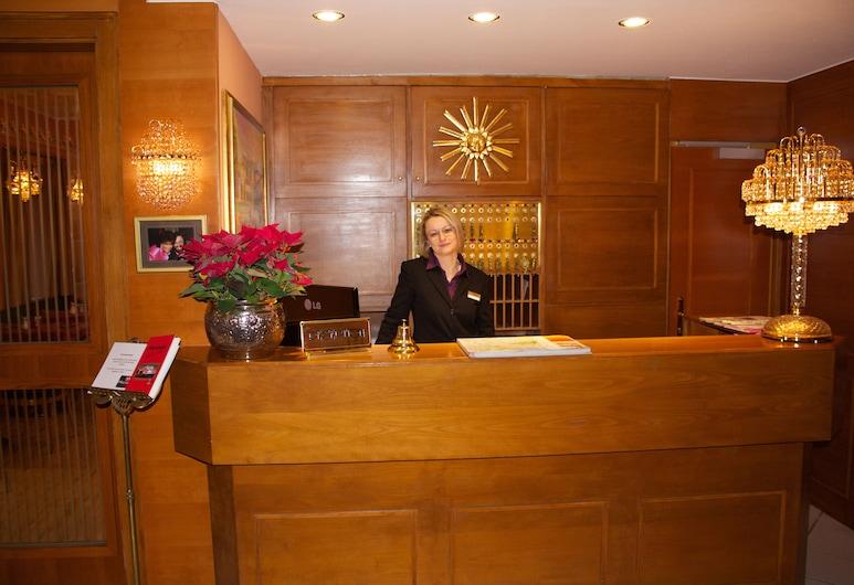 Hotel Vier Jahreszeiten, Salzburg, Reception