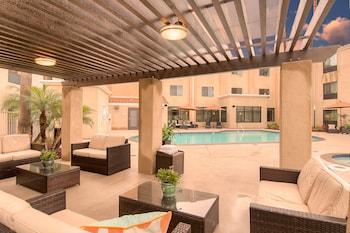 ภาพ ฮอลิเดย์อินน์เอ็กซ์เพรส โฮเทลแอนด์สวีทส์ คาร์ลสบาดบีช - เครือโรงแรมไอเอชจี ใน คาร์ลสแบด