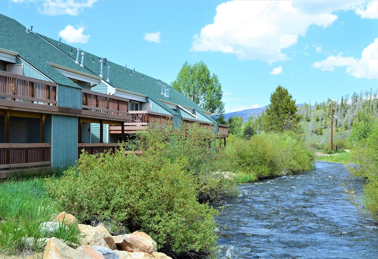 Twin Rivers Condominiums by Alderwood Colorado Management, Freizeris