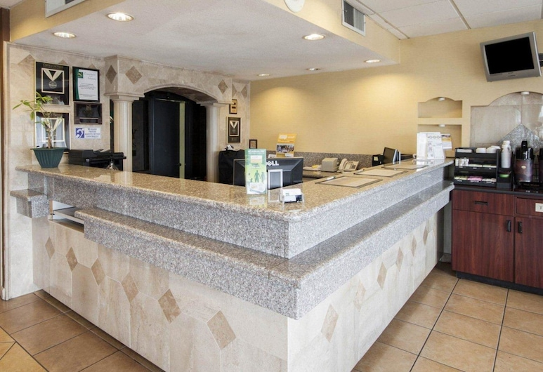 Quality Inn And Suites, El Paso, Lobby