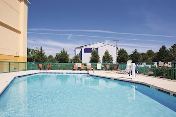 Picture of La Quinta Inn & Suites by Wyndham Florence in Florence