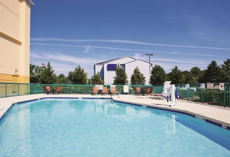 La Quinta Inn & Suites by Wyndham Florence, Florencia, Piscina