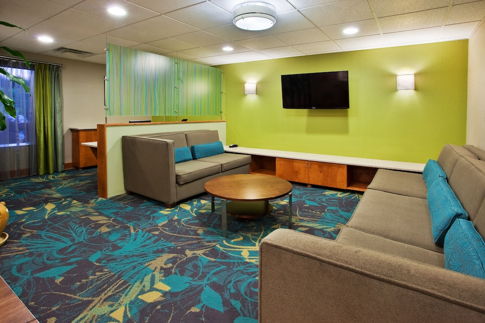 Holiday Inn Express And Suites Kimball Lobby