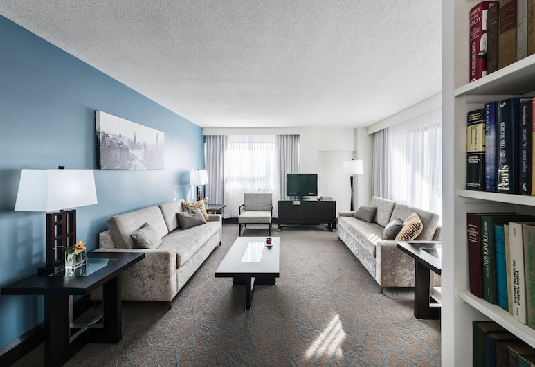 Ottawa Embassy Hotel & Suites, Ottawa, Executive Suite, 1 King Bed, Living Room