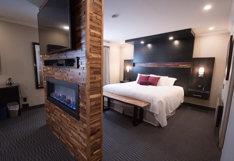 Hôtel des Eskers, Amos, Presidential Suite, 1 King Bed, Jetted Tub (Multi-Jet shower), Guest Room