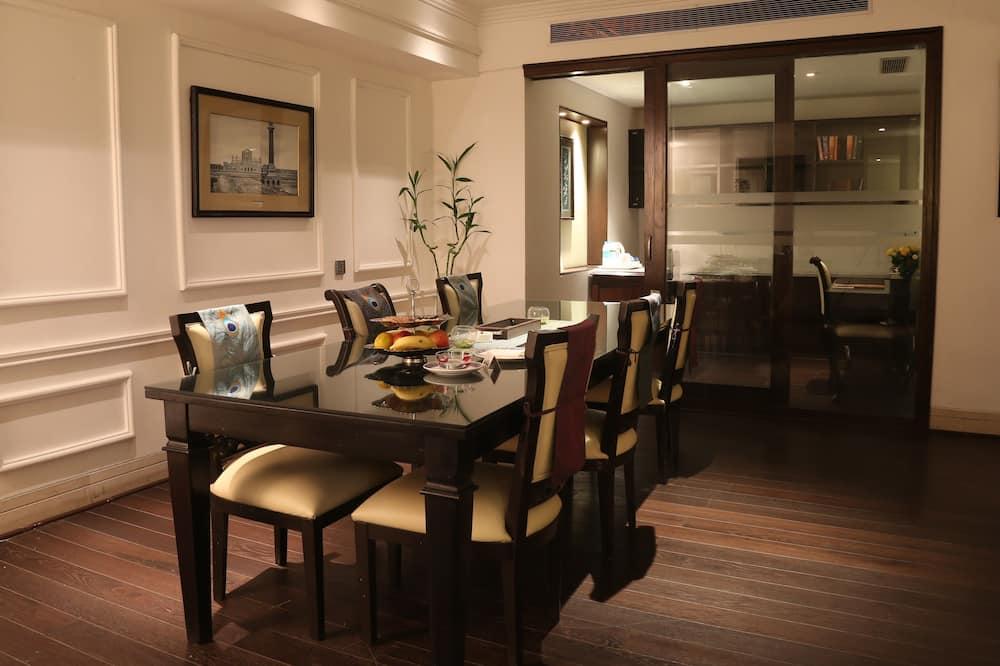 Studio Suite - Tempat Makan Di Kamar