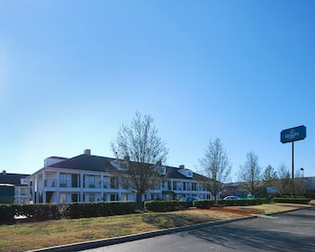 Choose This Cheap Hotel in Seneca