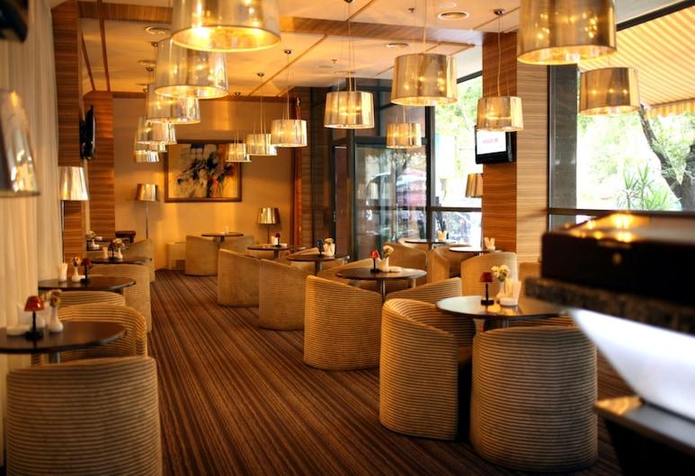 Ani Plaza Hotel, Erevan, Hotelski bar