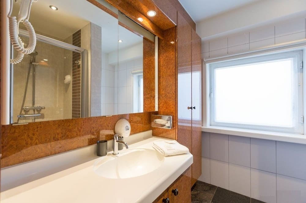Phòng đơn Deluxe, 1 giường cỡ king, Quang cảnh vườn - Phòng tắm