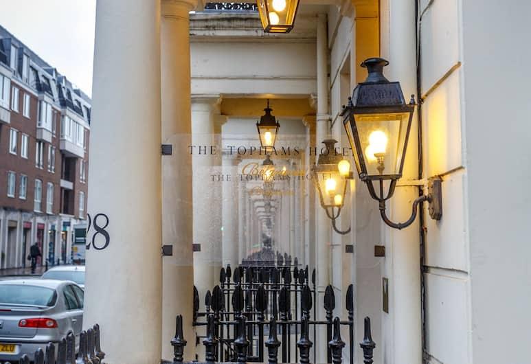 Tophams Hotel, London, Fassaad