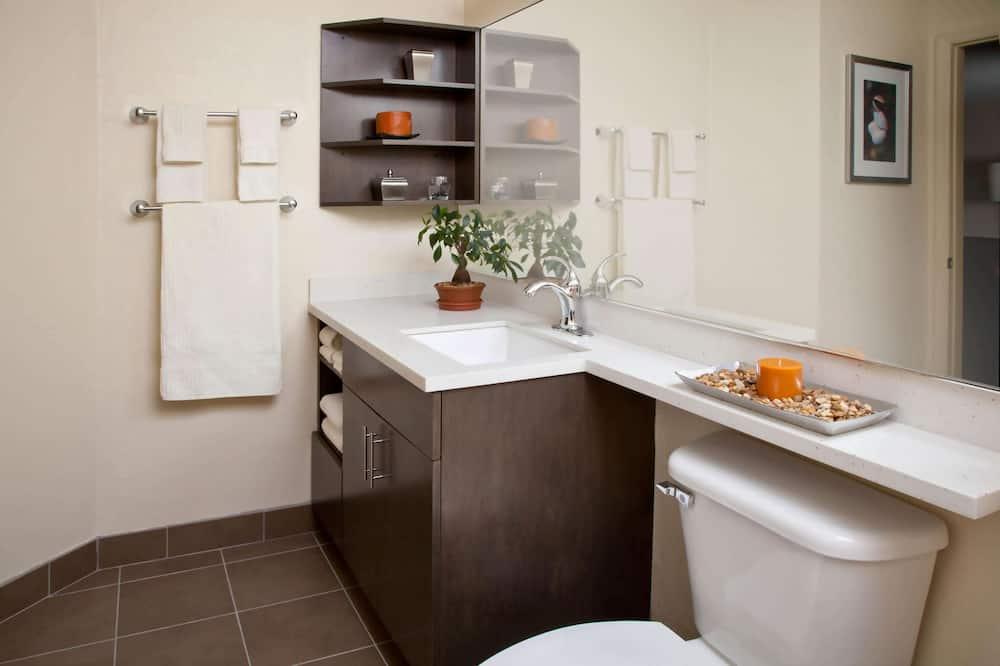 Люкс, 1 двуспальная кровать «Квин-сайз» с диваном-кроватью - Ванная комната