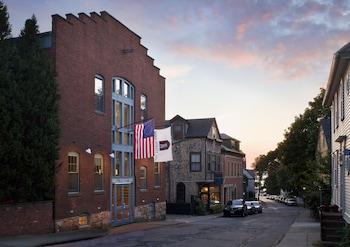 Picture of Mill Street Inn in Newport