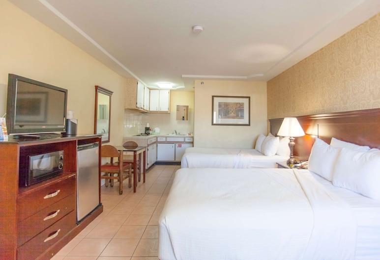 Days Inn by Wyndham Shenandoah, Shenandoah, Room, 2 Double Beds, Guest Room
