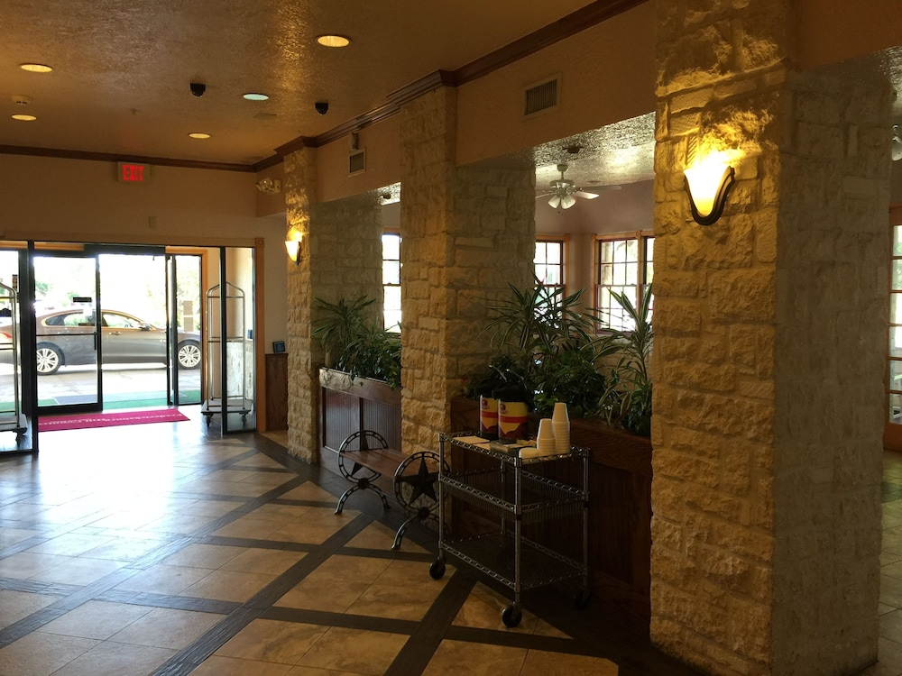 Texas Hill Country Hotel By Holiday Creek Fredericksburg Interior Entrance