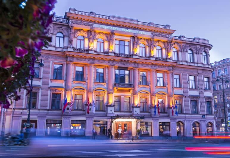 Рэдиссон Роял Отель Петербург, Санкт-Петербург, Фасад отеля вечером/ночью
