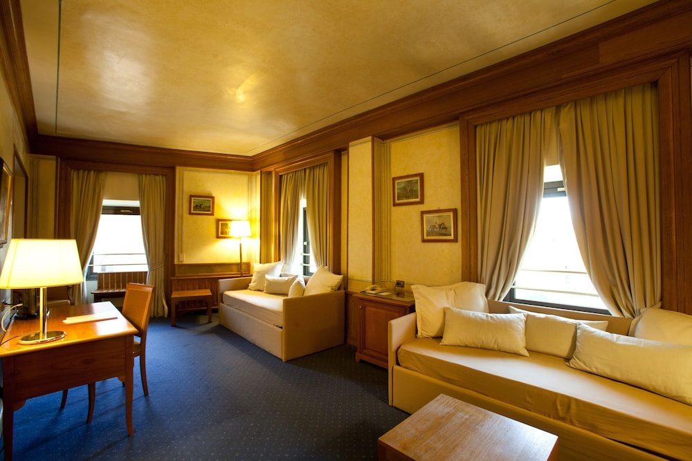 Book Hotel Londra & Cargill in Rome | Hotels.com