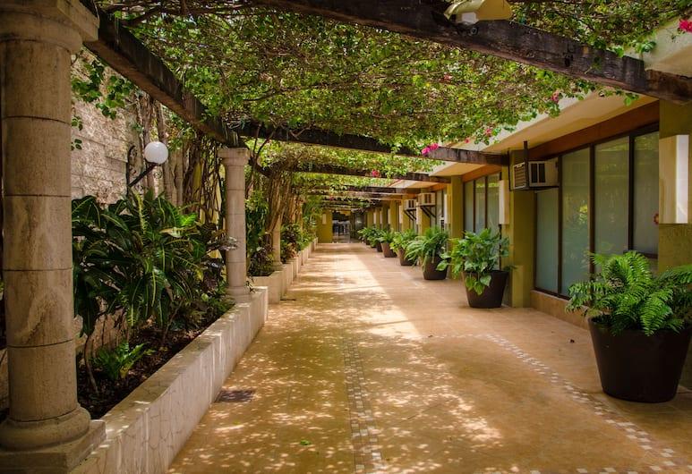 殖民地酒店, 科茲美島, 酒店入口
