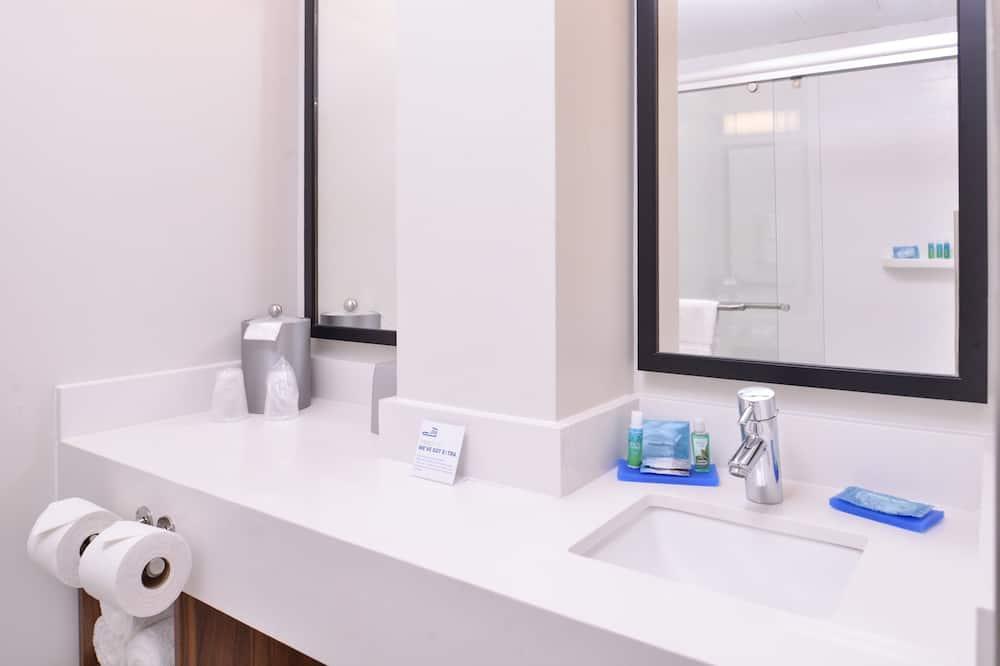 Room, 1 Queen Bed, Accessible, Non Smoking (Mobility) - Bathroom