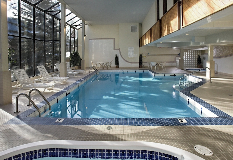 High Country Inn, Banff, Indoor Spa Tub