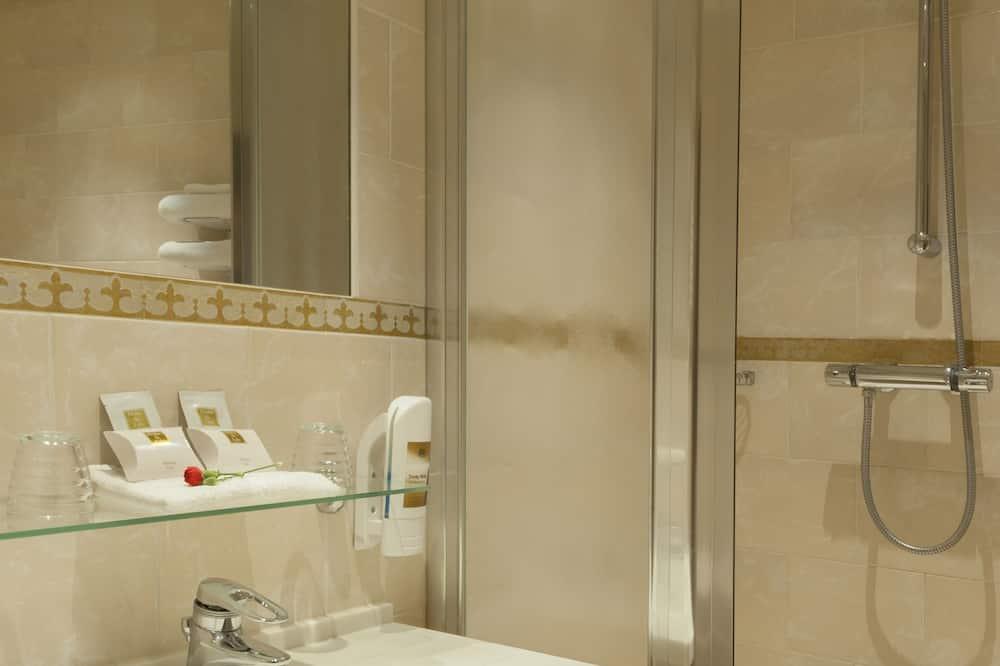 Familien-Dreibettzimmer, 3Einzelbetten - Badezimmer