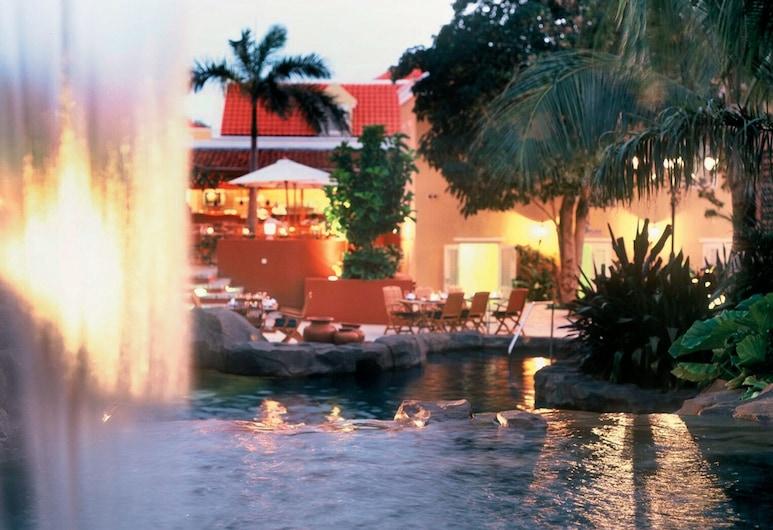 庫拉胡蘭達村 Spa 酒店, 威廉斯塔德, 室外泳池