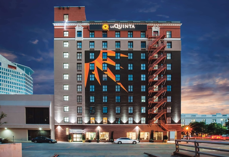 La Quinta Inn & Suites by Wyndham Dallas Downtown, Dallas