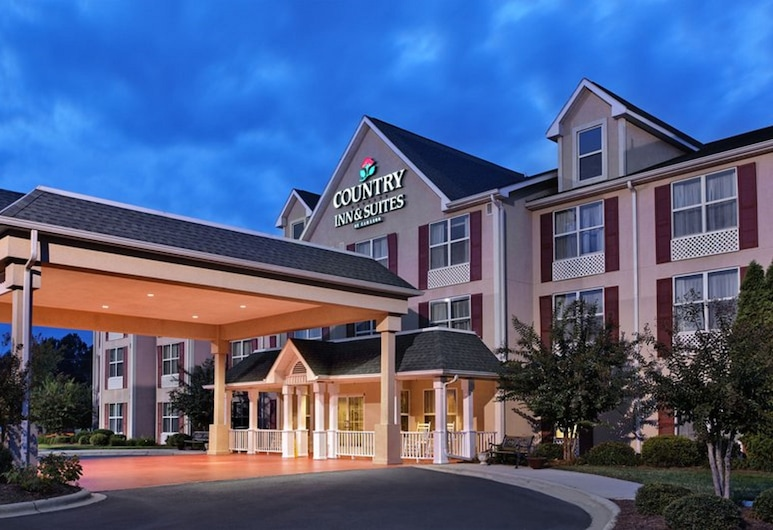 Country Inn & Suites by Radisson, Charlotte I-485 at Highway 74E, NC, Matthews, Fachada del hotel de noche