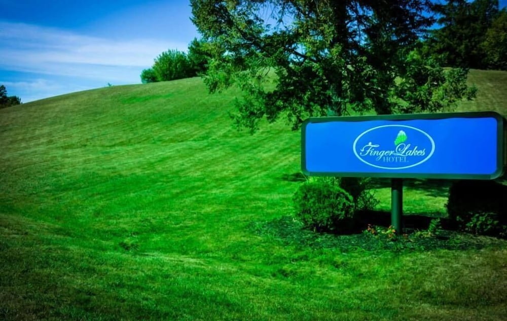 Finger Lakes Hotel, Farmington