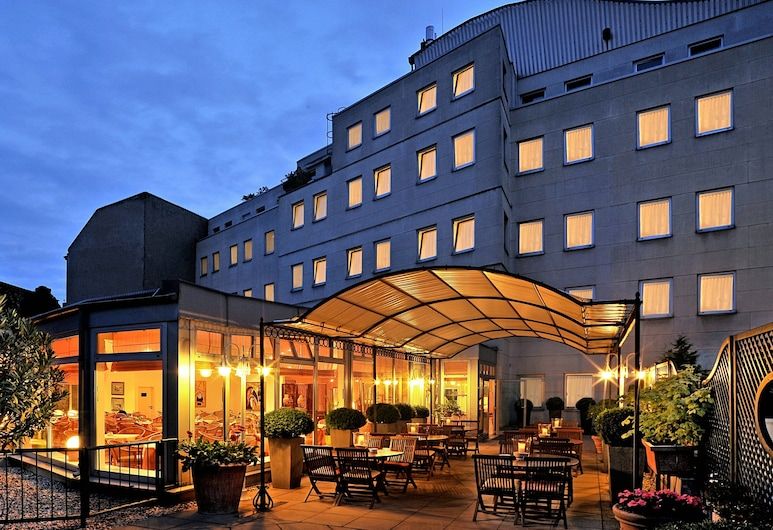 Hotel Ludwig van Beethoven, Berlin, Hotelfassade am Abend/bei Nacht