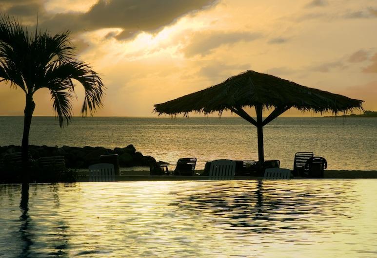 Flamingo Beach Resort by Diamond Resorts, Simpsonbaai, Buitenzwembad