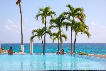 Simpson Körfezi bölgesindeki Flamingo Beach Resort by Diamond Resorts resmi