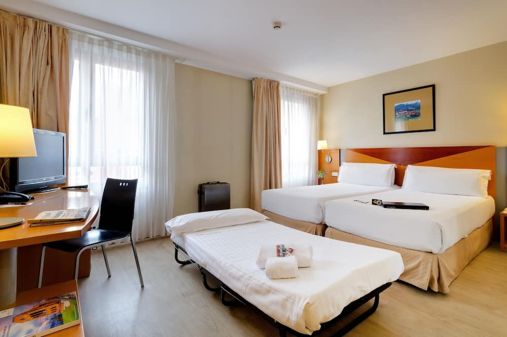 Double Room (2 Adults + 1 Child) - Guest Room